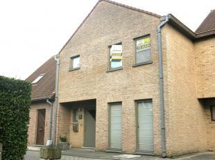 Prachtig ruime 3-slaapkamerwoning met tuintje te huur rustig gelegen in Kristus-Koning vlakbij het historische Brugge. Deze woning is perfect gelegen