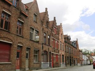 Deze instapklare en lichtrijke woning met zonnig terras heeft een zeer mooie ligging in het centrum van Brugge, vlakbij het Minnewater.De recente reno