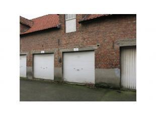 Sint-Pieters - Garage te huur in de Oostendse Steenweg, een invalsweg naar het centrum van Brugge. Vlakbij Scheepsdalebrug en de ring.Onmiddellijk vri