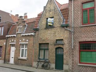 Charmevolle en cozy stadswoning te huur in het centrum Brugge. Zeer praktische ligging! Winkels, openbaar vervoer, park, speelplein, scholen, ect... o
