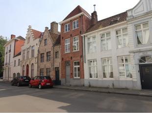 Gerenoveerde bel-etage woning toegankelijk voor mindervaliden. Tot in de puntjes verzorgd met kwalitatieve materialen. Uitstekende ligging vlakbij het