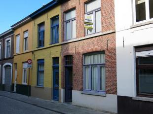 Deze gezellige en praktische 2-slaapkamerwoning met ruim stadsterras is centraal doch rustig gelegen in de Brugse binnenstad, vlakbij het Astridpark e