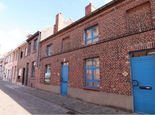 Geniet van deze gezellige 2-slaapkamerwoning in de Brugse binnenstad met alle modaliteiten die Brugge te bieden heeft. Deze woning is ideaal gelegen i
