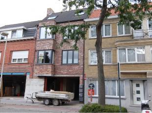 Dit lichtrijk 1-slaapkamerappartement met autostandplaats heeft een interessante ligging in Assebroek vlakbij de ring en het centrum van BruggeBestaan