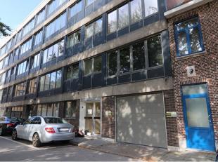 Garagebox te huur in centrum van Brugge. Praktisch gelegen garage om uw wagen te stationeren. Oppervlakte : 6 x 3 = 18 m²Vrij vanaf 1 december 20