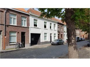 Garage te huur in een garagecomplex vlakbij de Coupurebrug in het centrum van Brugge. Ideaal voor de buurtbewoners, nooit meer op zoek naar een parkee