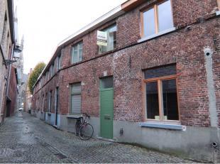 Stadswoning met 2 slaapkamers en ruim terras in het centrum Brugge. Aangename en stille straat - tussen Kruispoort en Gentpoort - op wandelafstand van