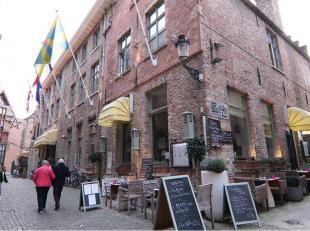 Horecauitbating op een commerciele & toeristische topligging naast het Belfort van Brugge en op 50 meter van de Grote Markt. Het betreft een resta