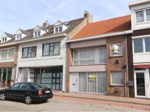 Deze praktische 3-slaapkamerwoning met ruime dubbele garage heeft een uitstekende ligging in het centrum van Sint-Michiels, vlakbij bankkantoren en di