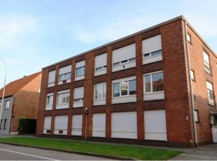 Dit ruim en goed onderhouden appartement is ideaal gelegen in een rustige buurt te Sint-Pieters en zal u zeker bekoren. Een lichtrijk en ruim 3-slaapk