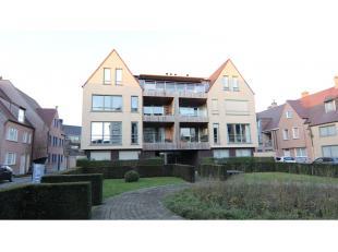 Dit ruim appartement met grote berging heeft een interessante ligging in het centrum van Brugge, vlakbij de kleine Ring ( Komvest )Vlot bereikbaar ! A