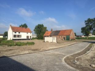 Volledig te verbouwen woning op 1149 m².  Mooie ligging dicht bij Brugge centrum. Een parel in wording.<br /> De woning is toegankelijk via een v
