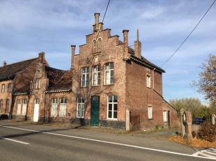 De op te frissen/te renoveren woning is gelegen op een perceel van 1750 m².<br /> De woning is gelegen vlakbij het 'Kasteel Couthof' en geniet v