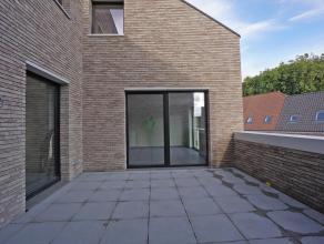 """Ruim nieuwbouwappartement in het prachtige woonproject """"De Indruk"""", gelegen tussen de Gentpoortvest en de Oude Gentweg. Het appartement geniet van een"""