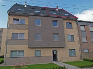 Ruim instapklaar duplexappartement gelegen in het centrum van Oostkamp.<br /> Het appartement omvat een inkom, een toilet, een zuidgerichte living met
