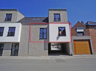 In residentie Michiel II is dit lichtrijk nieuwbouw appartement gelegen, midden in het centrum van Oostkamp met verschillende winkels en diensten op w