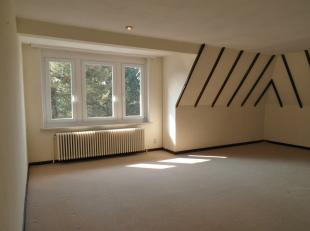 Instapklaar gezellig appartement in groene rustige omgeving nabij centrum.<br /> Het appartement omvat een ruime inkom, een hal met inbouwkasten, een