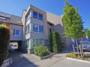 Dit ruim appartement heeft een uitstekende locatie, nabij verschillende toegangswegen en op wandelafstand van Oostkamp centrum.<br /> Het pand omvat e