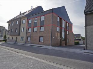 Dit instapklaar appartement is rustig gelegen in het centrum van Oostkamp. Verschillende winkels & diensten en openbaar vervoer zijn op wandelafst