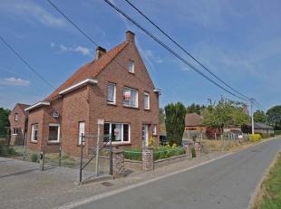 Te renoveren woning gelegen in een rustige straat met prachtig landelijk uitzicht.<br /> De woning omvat o.a. inkomhal, living met eet- en zithoek, ke