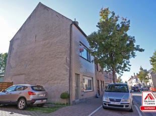 Deze ruime gezinswoning is gelegen in het centrum van Zandvoorde en geniet van een goede oriëntatie in combinatie met een vlot bereikbare ligging
