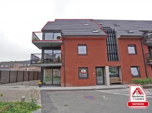 Verzorgd zuidgericht duplexappartement in residentie Rutherford, gelegen in het centrum van Ruddervoorde, tussen de Sijslostraat en het Hofplein.<br /