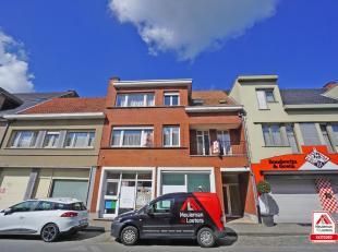 Het verzorgd appartement geniet van een centrale ligging in het centrum van Ruddervoorde.<br /> Het appartement bevindt zich op de eerste verdieping e