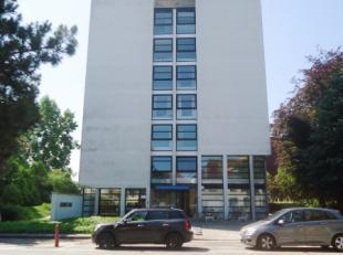 Deze kantoorruimte op het 1steverdiep in de residentie KIANA bevindt zich op een uiterst gunstige locatie.<br /> Dicht bij de autosnelweg en te midden