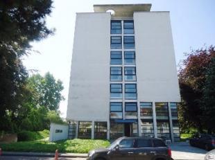Dit appartement op het 1ste verdiep in de residentie KIANA bevindt zich op een uiterst gunstige locatie.<br /> Dicht bij de autosnelweg en te midden v