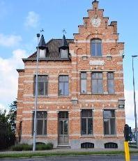 Prachtig gerenoveerd gebouw van de havenmeester op TOPLOCATIE.<br /> PRIJS OP AANVRAAG.Huurprijs hangt af van het aantal m² u wenst te huren.Moge