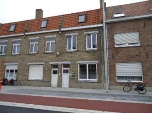 Deze gezinswoning is gelegen vlakbij de Scheepsdalebrug en dicht bij vele winkels en Brugge centrum. Vlotte verbinding naar de expresweg.<br /> Indeli