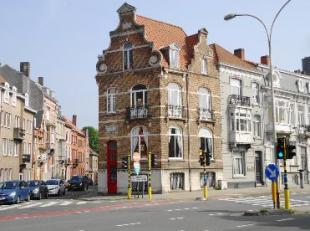 Charmant herenhuis 'VILLA GULDENVLIES' met sublieme gevel aan de rand van het centrum van Brugge.<br /> Zicht op het buurt-/familiepark Graaf Visartpa