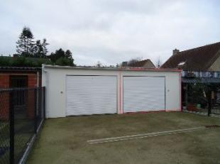 Garage nr.2 te koop achteraan residentie EMMA in de Oude Hoogweg 168 te Sint-Kruis.Deze garage is voorzien van goede verlichtingen, stopcontacten en e