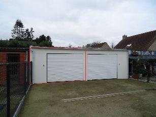 Garage nr.1 te koop achteraan residentie EMMA in de Oude Hoogweg 168 te Sint-Kruis.Deze garage is voorzien van goede verlichtingen, stopcontacten en e