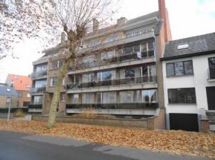 Dit ruim en gezellig appartement ( van 117m²) op het 2de verdiep is gelegen niet ver van het centrum van het historische Brugge en op wandelafsta