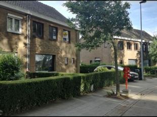 Grondig te renoveren rijwoning (3 tot 4 slpk mogelijk) gelegen in een rustige woonwijk, in de nabijheid van groenzone en speelplein. Achteraan in de t