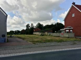 Ruim perceel voor open bebouwing gelegen langs de Hoogstraat in Putte. Dit perceelis 905 m² groot. Wie hier gaat bouwen heeft een ruime en zuid g