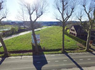 In eenrecente woonbuurtaan de rand van het centrum van Geraardsbergen biedt Danneels zes bouwgrondenaan vooropen bebouwing. De gronden zijn gelegen in