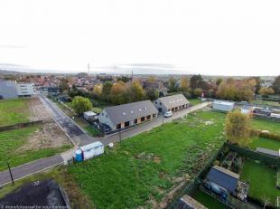 In een rustig gelegen woonbuurt in het centrum van Avelgem biedt Danneels een projectgrond te koop aan. De projectgrond is gelegen aan de Korteweg/Bin