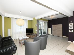 - Hoekappartement- Centrale ligging- 2 slaapkamers- 2 terrassenHet appartement is gelegen op de 3e verdieping in een recente residentie. Zeer lichtrij