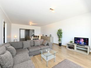- Zéér ruim appartement- 2 grote slaapkamers- Frontaal zeezicht- GerenoveerdRuim appartement (132m2) op de eerste verdieping met prachti