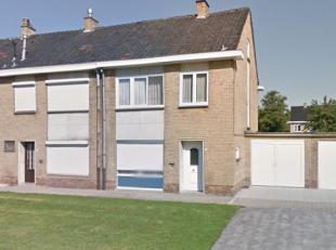 Brugge, Sint -Pieters, rustige ligging, Ruim zonnig woonhuis met mooie tuin op het zuiden , 3 SLPKS, OPRIT EN  2 GROTE GARAGES. Inkom, toilet, lichtri