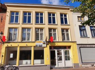 Brugge centrum, in de EZELSTRAAT, <br /> POLYVALENT HANDELSGELIJKVLOERS  VAN 540 m2 met uitgang in achterliggende Raamstraat.  In een gebouw met uitst
