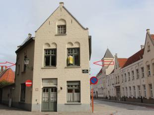 Brugge centrum, vlakbij station en Vestingen<br /> <br /> GEZELLIG APPARTEMENT met zicht op Vestingen<br /> omvat: inkom, fietsenberging, lichtrijke l