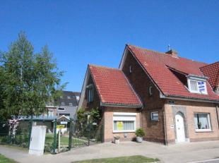 Brugge  Sint-Jozef<br /> HALF-OPEN BEBOUWING op ZONNIG PERCEEL van 534m2 met 2 opritten<br /> omvat: degelijk gebouwde woonhuis met inkomhall, ruime l
