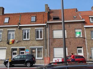 Brugge Sint-Pieters<br /> Ruim woonhuis met grote tuin op 175 m2 , 4 slaapkamers, centrale verwarming.<br /> omvat: inkomhall, grote living, 2 in elka