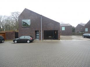 """Verschillende ondergrondse autostaanplaatsen in het nieuwbouwproject """"residentie Groen Steenbrugge"""", op 50m van de brug Van Steenbrugge, vlakbij de gr"""