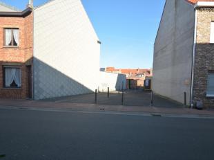 Dit is een perceel bouwgrond van 115m² gelegen in de Pannenstraat, vlakbij het winkelcentrum met de Hubo, Aldi, Blokker, etc ... Er werd destijds