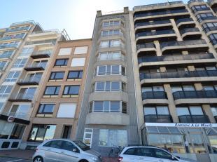Volledig gerenoveerd appartement gelegen op de gelijkvloerse verdieping van de stijlvolle residentie St-Yves. Het appartement heeft 2 slaapkamers en e