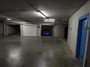 Deze garagebox is centraal gelegen rechtover de Delhaize van Heist en op enkele passen van de Zeedijk. De garage ligt op de verdieping -2 van een gebo